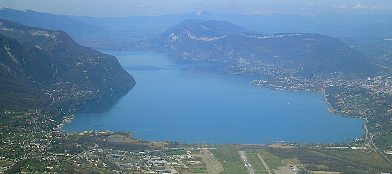 le lac du bourget vue aeriene photo vue du ciel. Black Bedroom Furniture Sets. Home Design Ideas
